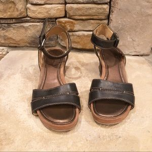 Naturalizer Panya Leather Wedge Sandals • Size 8M